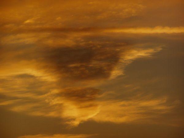 Le visage dans les nuages